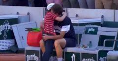 Video z French Open dojíma svet. Krásne gesto syna porazeného tenistu rozplakalo aj súpera