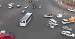 Ako vyzerá organizovaný chaos? Stačí sa pozrieť na križovatku bez semafórov v Etiópii