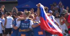 Slovenky vyhrali Neymarov turnaj. Pri zdvíhaní trofeji uštedrili spoluhráčke KO