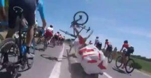 Tour de France má za sebou prvý hrozivý pád. Môžu zaň organizátori