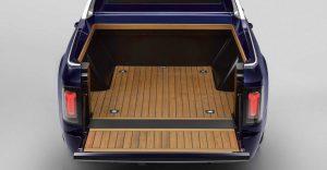 BMW vytvorilo najluxusnejší pick up. Pýši sa drevenou korbou a svetlami ako Rolls Royce
