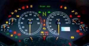 Nezvyčajné kontrolky v autách, ktorých význam je záhadou aj pre tých skúsenejších