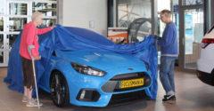 """Párik dôchodcov si prišiel prevziať nový Ford Focus RS. Do predajne dorazili na poriadnom """"žihadle"""""""